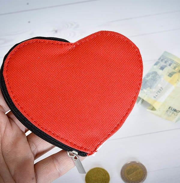 Portamonete personalizzato a forma di cuore. Un'idea regalo originale da regalarti o regalare alle persone a te care. stupisci chi ami con un portamonete